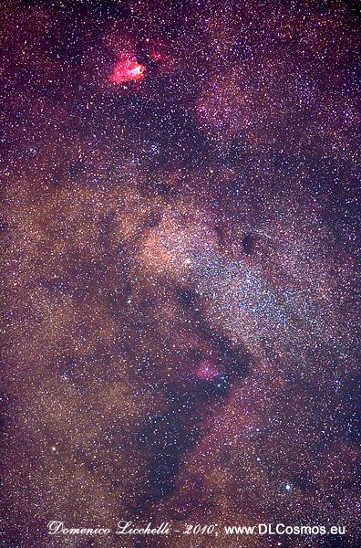 M24, la grande nube stellare immersa nella Via Lattea col suo contorno di nebulose ed ammassi stellari